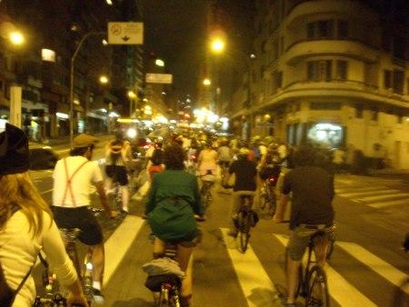 2008-11-30-bicicletada_novembro_sp17